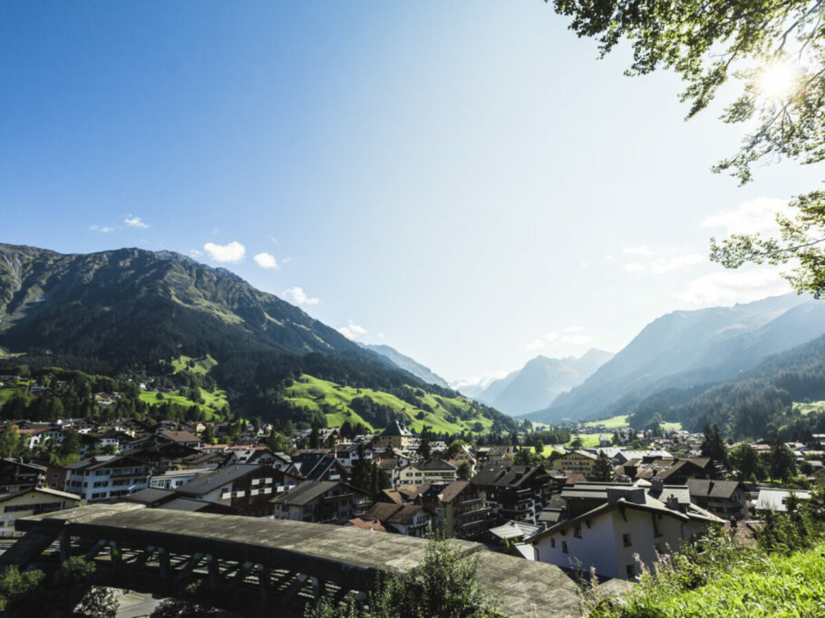 Ortsansicht in Klosters, Sommer